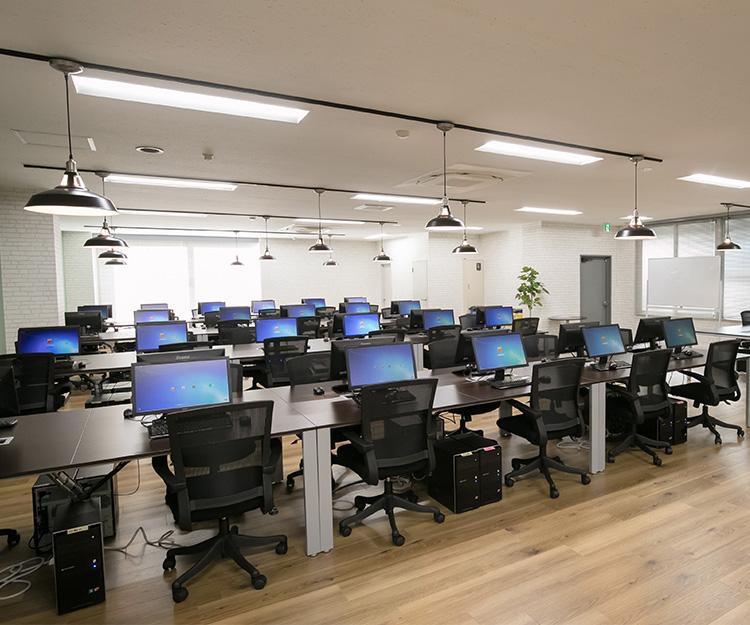 プログラマカレッジの教室の場所や雰囲気は?
